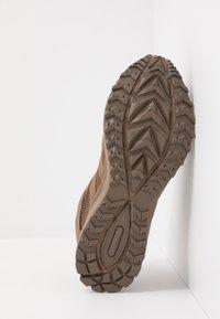 Hi-Tec - STORM TRAIL LITE - Trail running shoes - coyote - 4