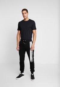 Pier One - T-shirt - bas - black - 1