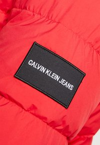 Calvin Klein Jeans - HOODED PUFFER - Down jacket - racing red - 6