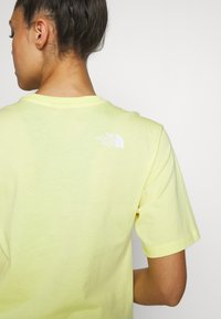 The North Face - W BF SIMPLE DOME - T-shirts - stinger yellow - 3