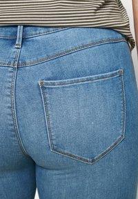 ONLY Carmakoma - CARFLORIA LIFE - Jeans Skinny Fit - light blue denim - 3