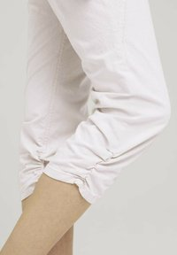 TOM TAILOR - Trousers - beige thin stripe - 5