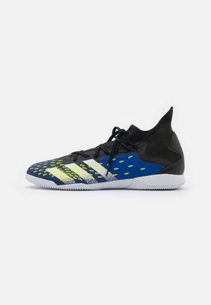 PREDATOR FREAK .3 IN - Indoor football boots - core black/footwear white/royal blue