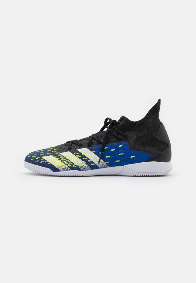 PREDATOR FREAK .3 IN - Botas de fútbol sin tacos - core black/footwear white/royal blue