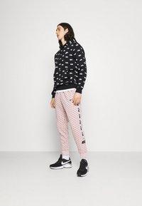 Nike Sportswear - CLUB HOODIE SCRIPT - Hoodie - black/white - 1