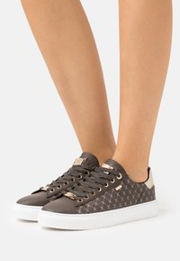 Mexx - CRISTA - Sneakers laag - dark brown - 0