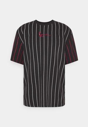 UNISEX SMALL SIGNATURE PINSTRIPE TEE - T-shirt imprimé - black