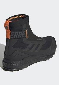 adidas Performance - TERREX BOOST COLD.RDY PRIMEKNIT HIKING SHOES - Chaussures de marche - schwarz / orange - 5