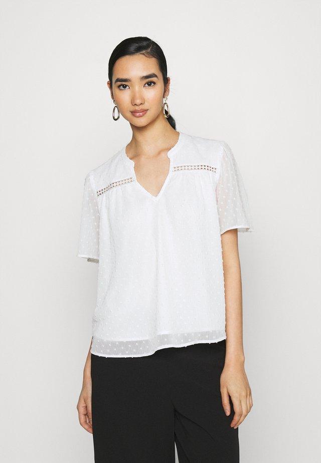 JDYNIKOLINE - Print T-shirt - cloud dancer