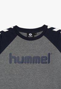 Hummel - Topper langermet - black iris - 4