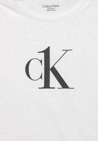 Calvin Klein Underwear - 2 PACK - Koszulka do spania - white/black - 3