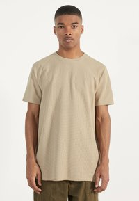 Bershka - MIT WAFFELGEWEBE - Basic T-shirt - beige - 0