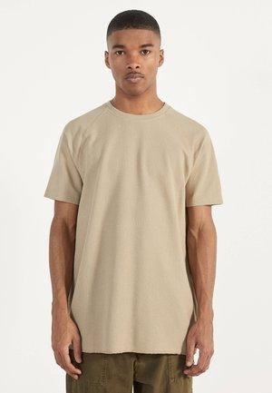 MIT WAFFELGEWEBE - Jednoduché triko - beige