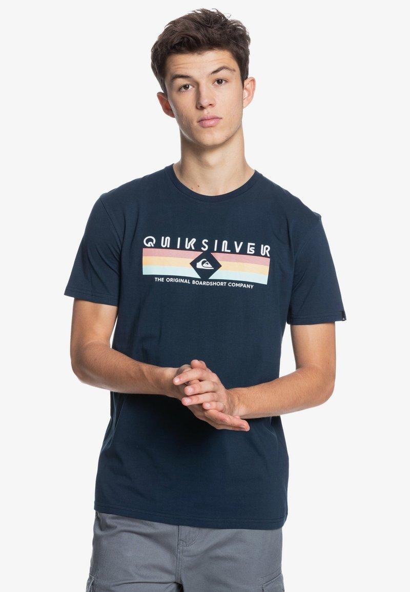 Quiksilver - DISTANT SHORES - Print T-shirt - navy blazer