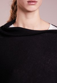 Repeat - Cape - black - 3