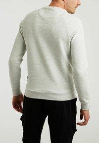 CHASIN' - Sweatshirt - l.grey - 1