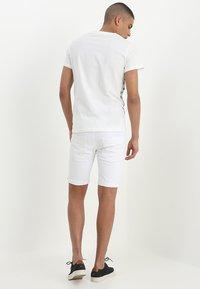 INDICODE JEANS - KADEN - Denim shorts - offwhite - 2