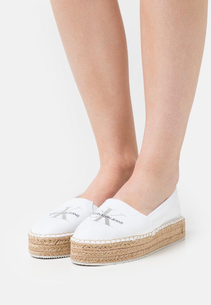 Calvin Klein Jeans - PRINTED  - Espadrilles - bright white
