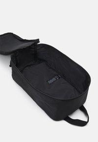 Jack & Jones - JACSHOE BAG - Trousse de toilette - black - 2