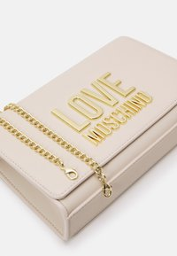 Love Moschino - Across body bag - avorio - 4