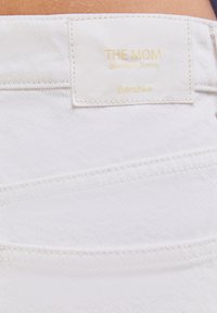 Bershka - MOM FIT JEANS - Jeans baggy - white - 4
