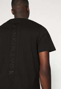 Calvin Klein Jeans - FASHION TEE - Print T-shirt - black - 3