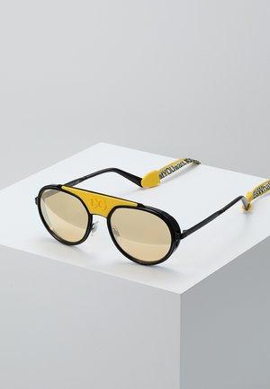 Sunglasses - matte black/black/orange mirror pink