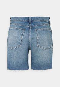 Gap Tall - 5 INCH MR COOPER - Denim shorts - medium indigo - 1