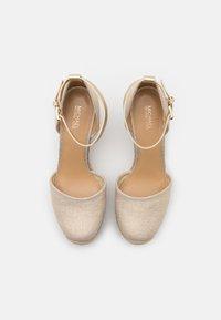 MICHAEL Michael Kors - KENDRICK WEDGE - Platform sandals - pale gold - 4