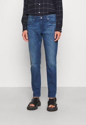 DRE LOW RISE SLIM BOYFRIEND - Jeans slim fit - topaz