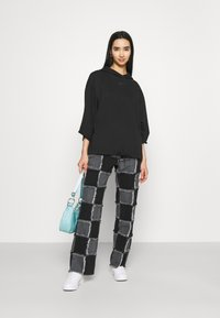 Nike Sportswear - Mikina skapucí - black/smoke grey - 1