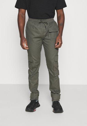 PANT - Cargo trousers - khaki