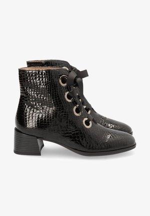 ALEXA - Botines con cordones - black