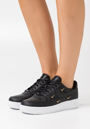 AIR FORCE 1 - Sneakersy niskie - black/metallic gold/hyper royal/white
