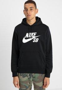 Nike SB - ICON HOODIE PO ESSNL UNISEX - Hættetrøjer - black/white - 0