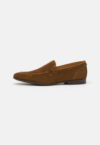PALERMO - Nazouvací boty - tan