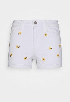 CLEAN DAISY ROLL - Denim shorts - white