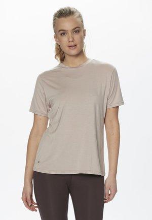 FUNKTION - Basic T-shirt -  chateau rose