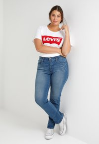 Levi's® Plus - PERFECT TEE  - Triko s potiskem - plus batwing white - 1
