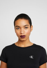 Calvin Klein Jeans - EMBROIDERY SLIM TEE - T-shirt basic - black - 3