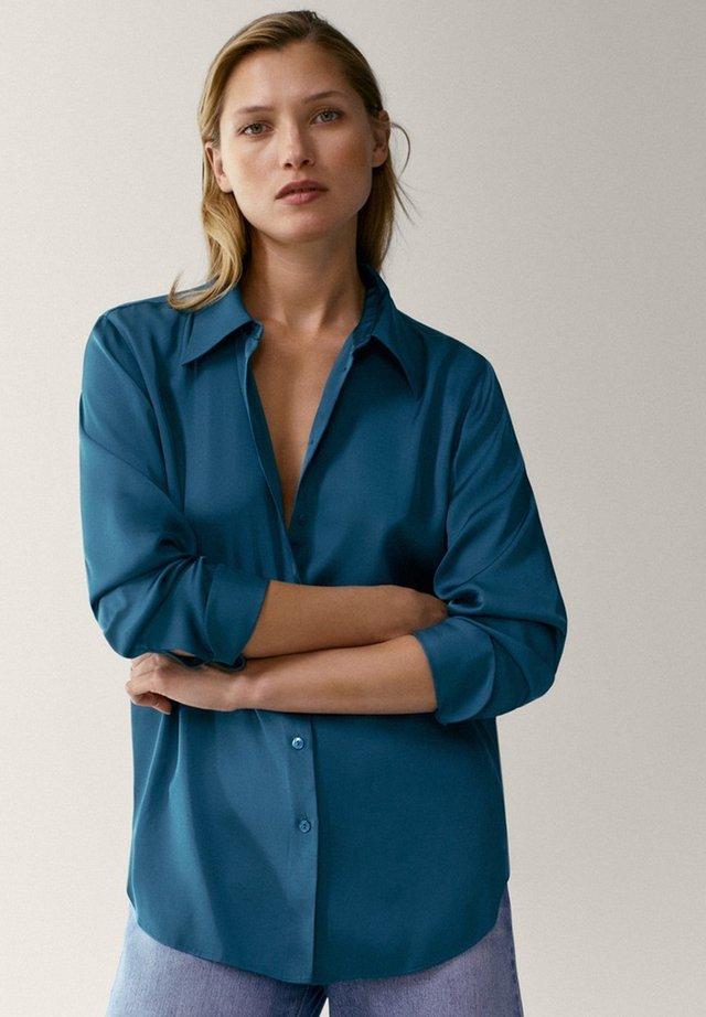 IN SATINOPTIK - Button-down blouse - blue