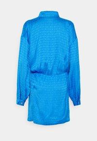 Pinko - DEGNO ABITO JACQUARD GEOMETRICO - Košilové šaty - light blue - 7