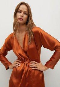 Mango - FLIESSENDES - Cocktail dress / Party dress - bräunliches orange - 2