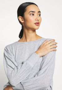 New Look - DEEP HEM BATWING - Jersey de punto - light grey - 3