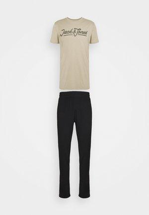 JACARLO & JOHN LOUNGE - Pyjamas - crockery