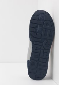 Tommy Hilfiger - Sneakers laag - blue/grey - 5