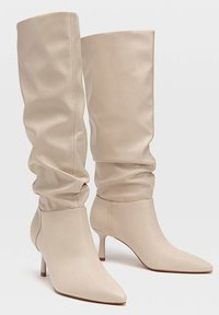Stradivarius - IN KNITTEROPTIK - Boots - off-white - 2