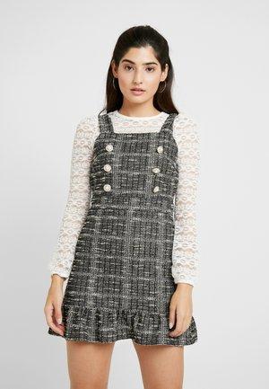 PINNY DRESS - Pletené šaty - mono