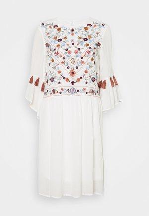 YASCHELLA FEST TALL - Robe d'été - star white