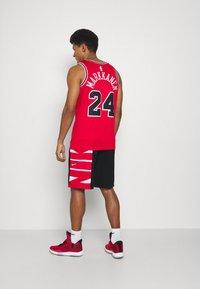 Nike Performance - Pantaloncini sportivi - black/white/university red - 2